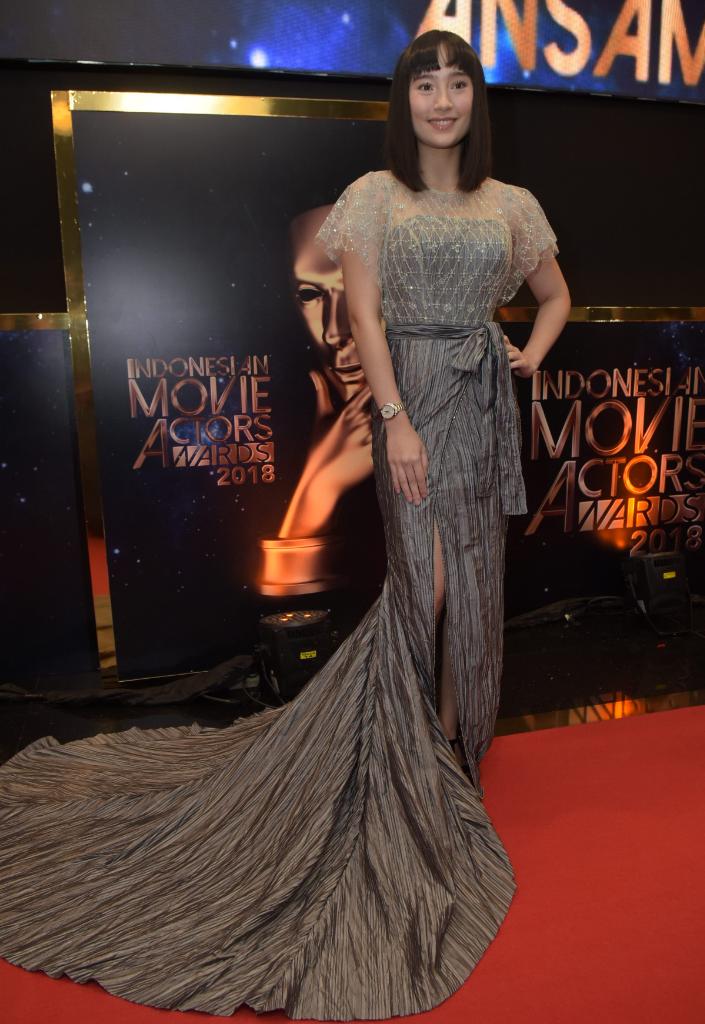 Pesona Kecantikan Artis Wanita di Red Carpet IMA Awards 2018