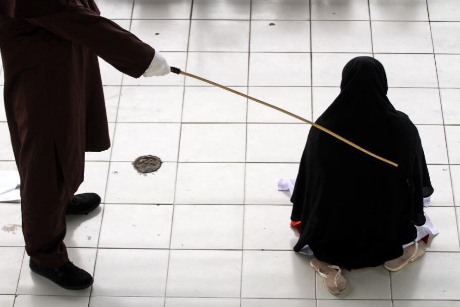 Hukuman Cambuk Digelar di Aceh, Tanpa Dihadiri Anak-Anak