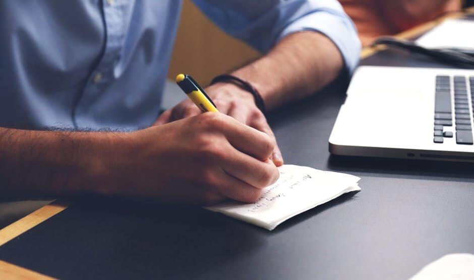 9 Tanda Kalau Si Bos Diam-diam Mengagumi Cara Bekerjamu