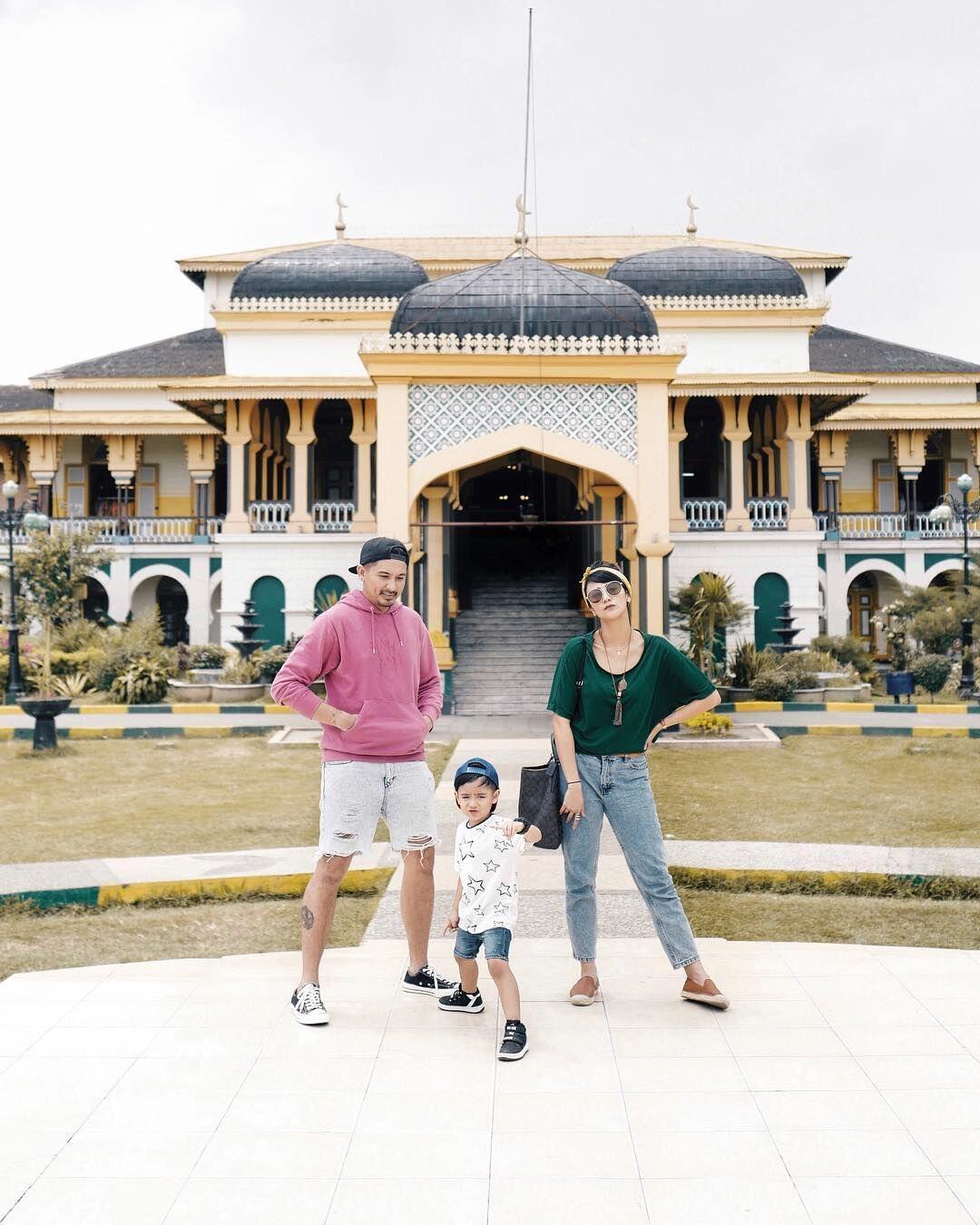 10 Destinasi Seru ala Ryan Delon & Sharena, Inspirasi Liburan Keluarga