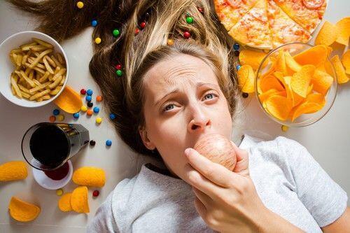 5 Alasan Kenapa Kamu Sering Kebablasan Makan Berlebihan, Benar Gak?