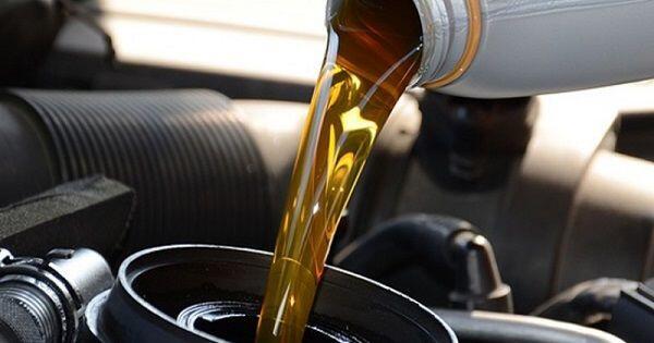 Biar Gak Bingung, Kenali 5 Jenis Oli yang Tepat Buat Motormu