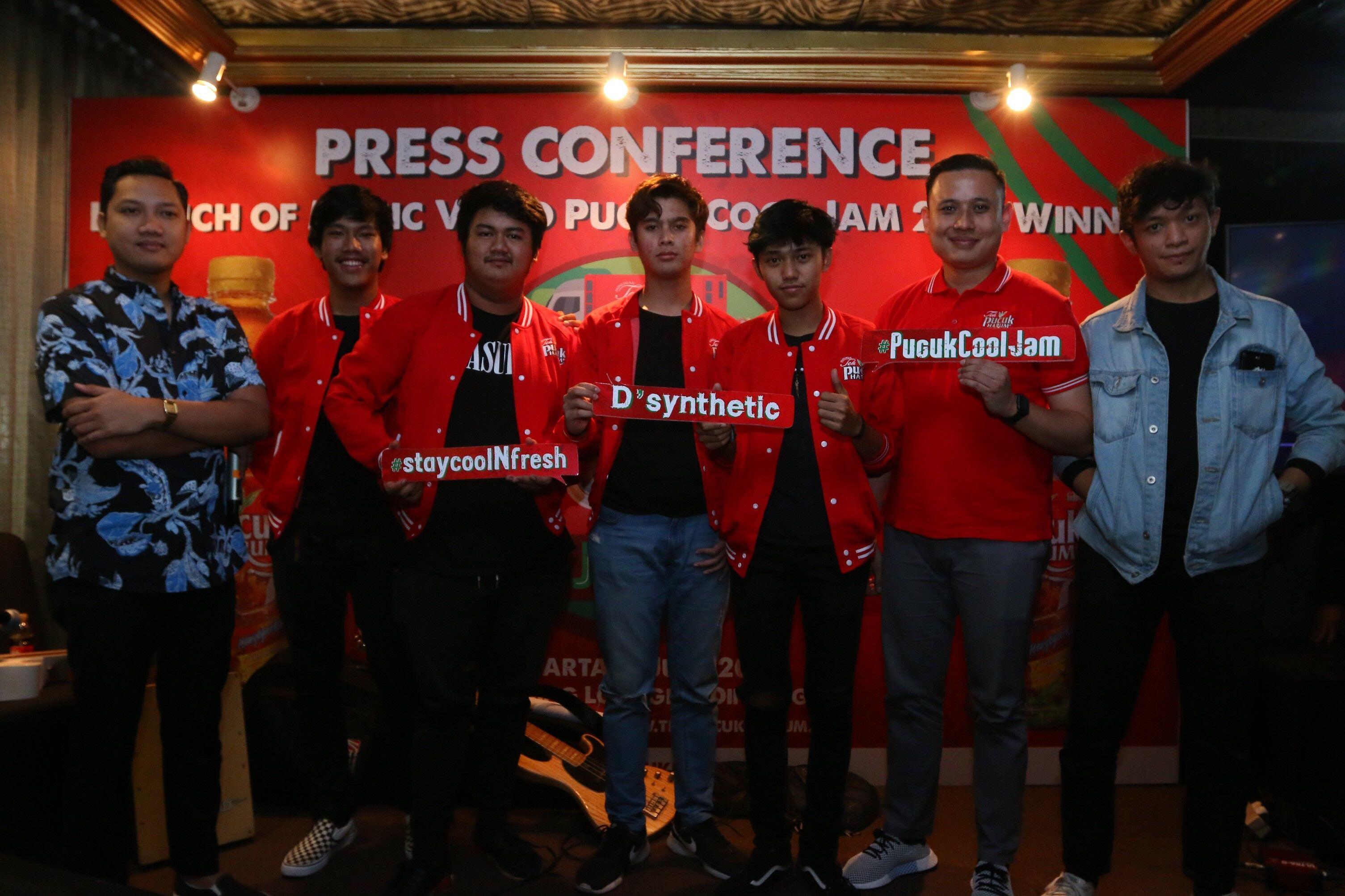 Menangkan Pucuk Cool Jam 2018, 10 Potret Keren Member Band D'synthetic