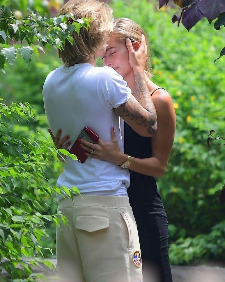 Balikan, 10 Potret Justin Bieber dan Hailey yang Kepergok Makin Mesra