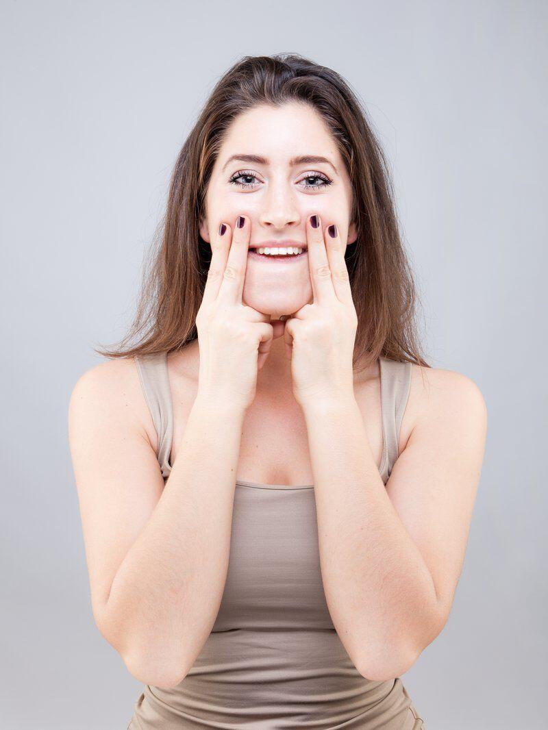 7 Gaya Yoga Wajah yang Ampuh Kurangi Lemak di Pipi