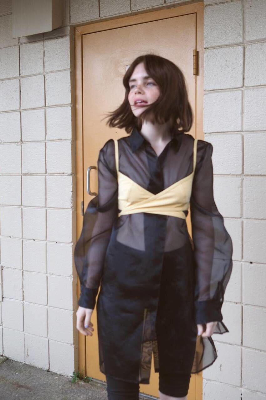 Sedang Tren, Inspirasi Menggunakan Sheer Clothes Ini Bisa Kamu Coba