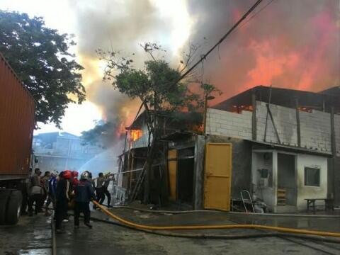 Api Bakar Dua Rumah di Palmerah