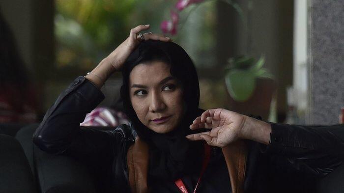 5 Gaya Bupati Kutai Nonaktif Rita Widyasari, Tetap Kece saat Sidang