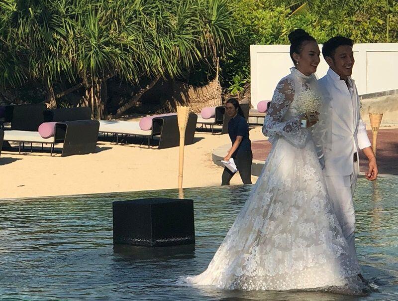 Resmi Menikah, 10 Potret Manis Pernikahan Nadine & Dimas Anggara