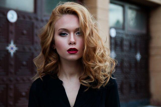 5 Makeup Hack yang Harus Cewek Tahu agar Riasan Terkunci Sempurna!