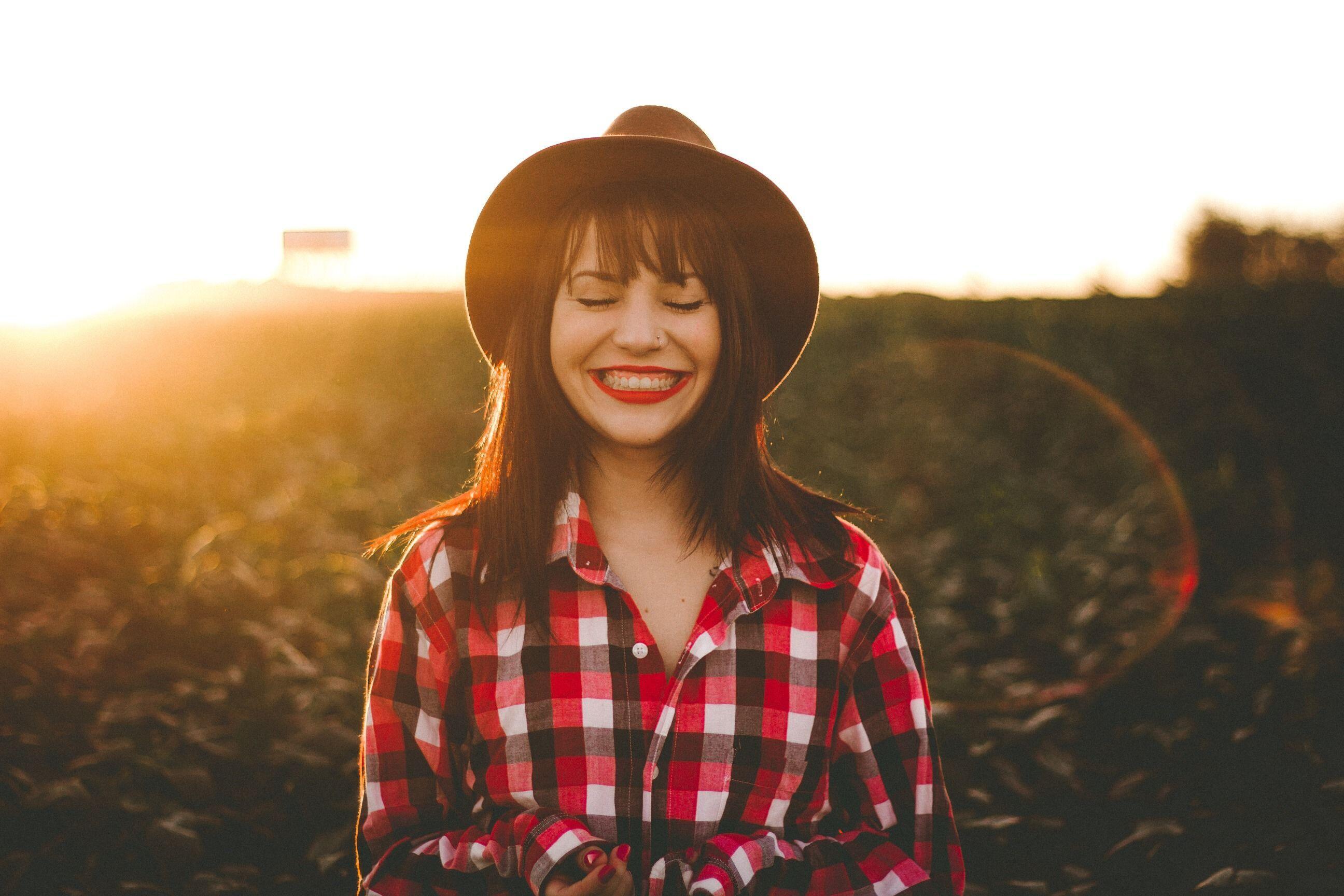 10 Tips Menghadapi Rasa Jatuh Cinta Pada Pandangan Pertama