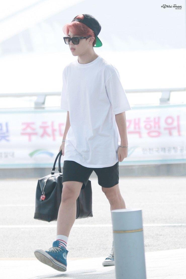 Kasual nan Trendy dengan 9 Padu Padan Celana Pendek ala Jimin BTS