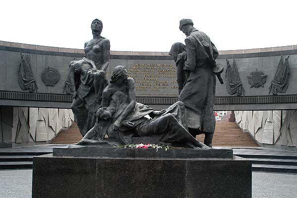 6 Monumen Perang Ini Wajib Kamu Kunjungi Saat Traveling ke Rusia