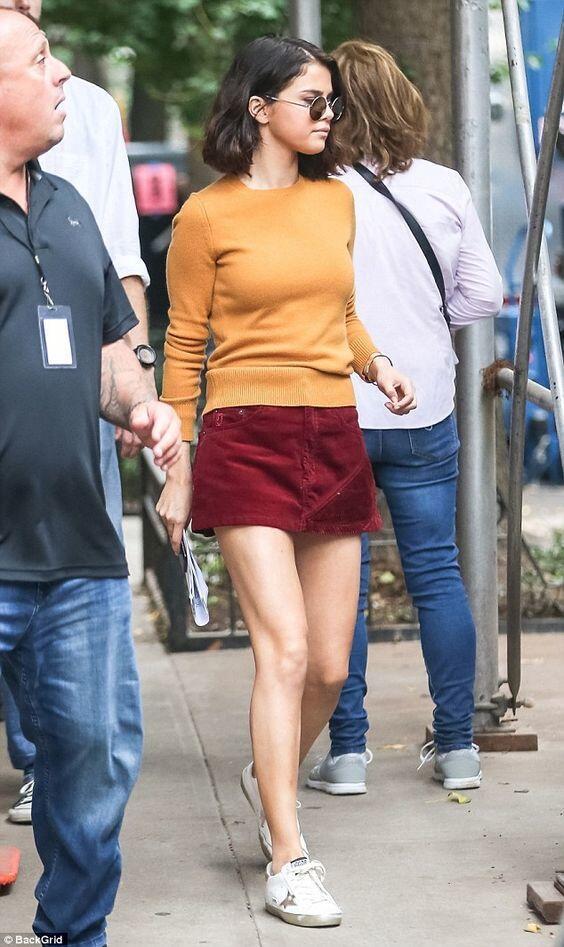 7 OOTD Kece ala Selena Gomez untuk Musim Panas, Stylish Banget!