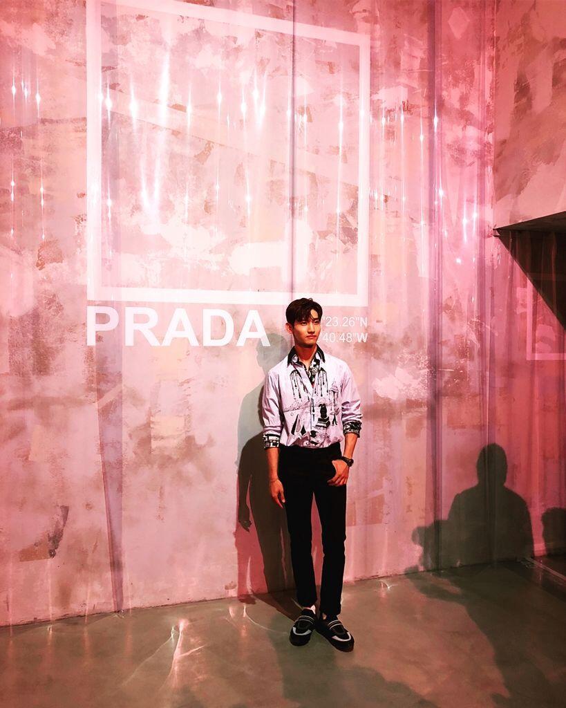 Adu Gaya Artis SM vs YG Entertainment di Acara Fashion, Berkelas!