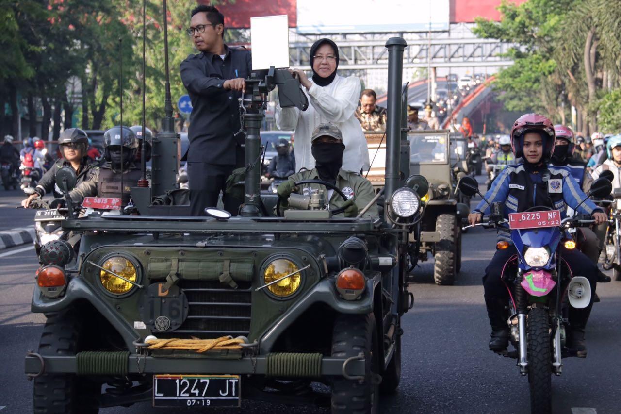 Wali Kota Risma Arak 4 Penghargaan Internasional Keliling Surabaya