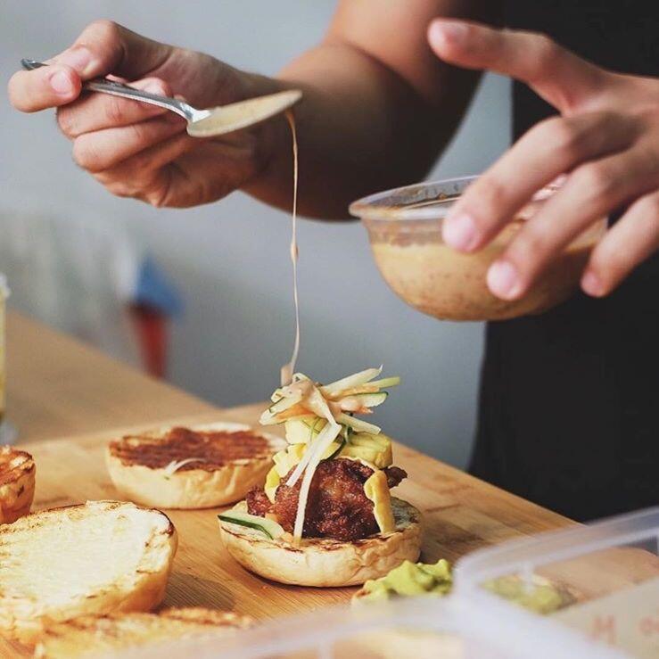 Hadir di Surabaya, 10 Potret Unik Burger-Sushi Ini Bikin Ngiler