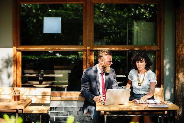 Biar Tetap Harmonis, Ini 5 Tips Ketika Pacaran dengan Teman Kantor