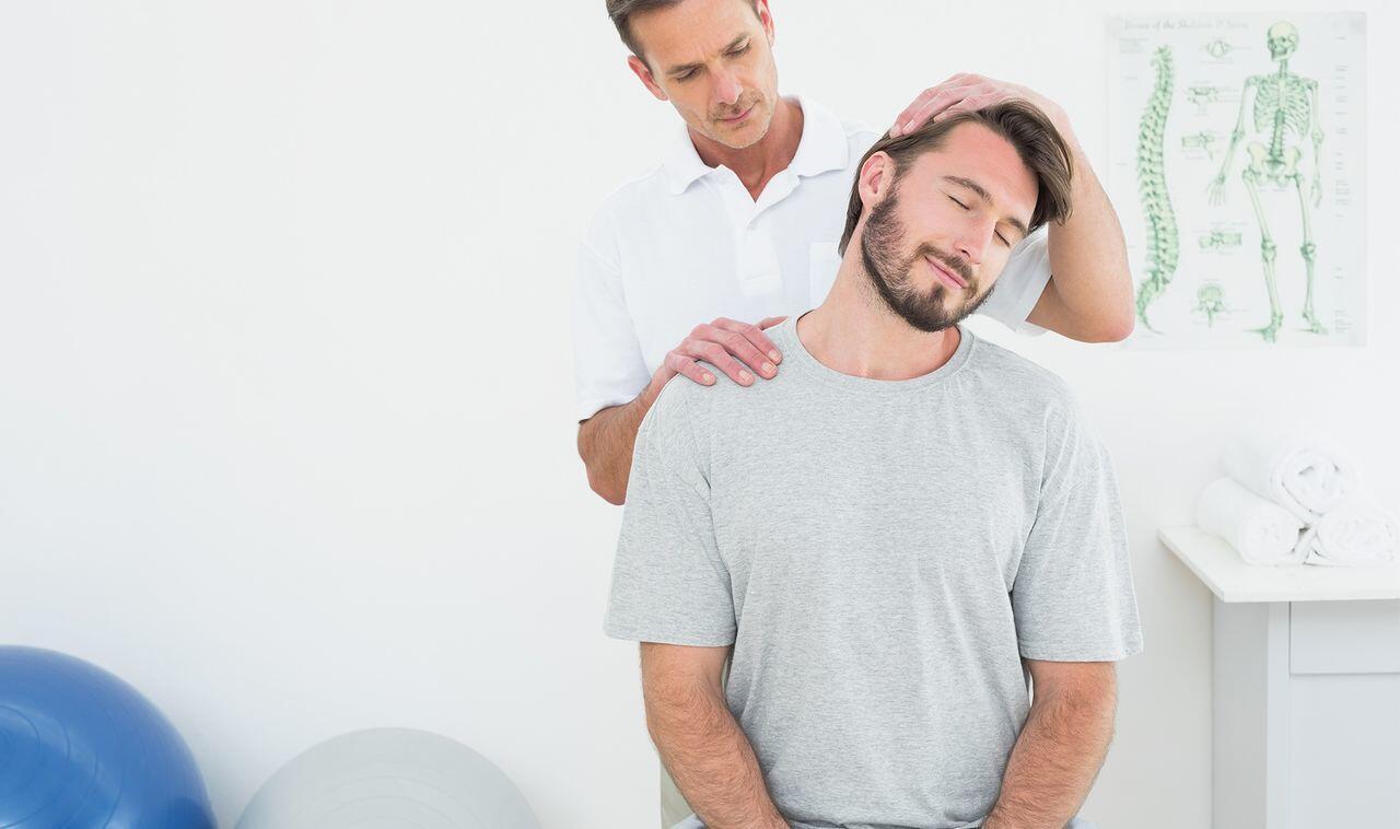 7 Cara Terbaik untuk Mengatasi Sakit Leher dan Ketegangan Ototnya