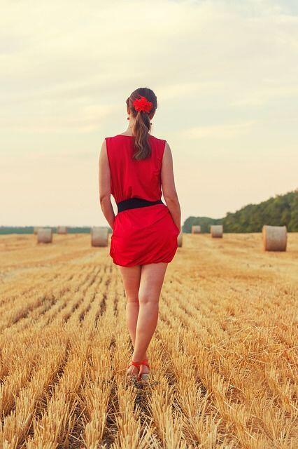 Catet, Ini 5 Warna Baju yang Konon Bikin Cowok Mudah Terpesona Padamu!