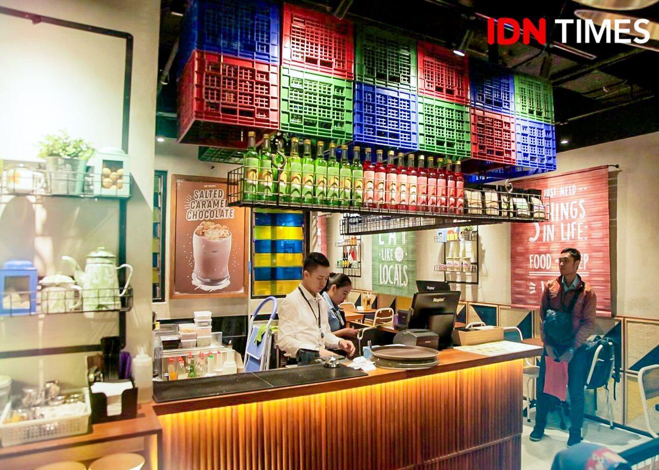 12 Potret The People's Café, Tempat Nongkrong Asyik dan Seru Abis!