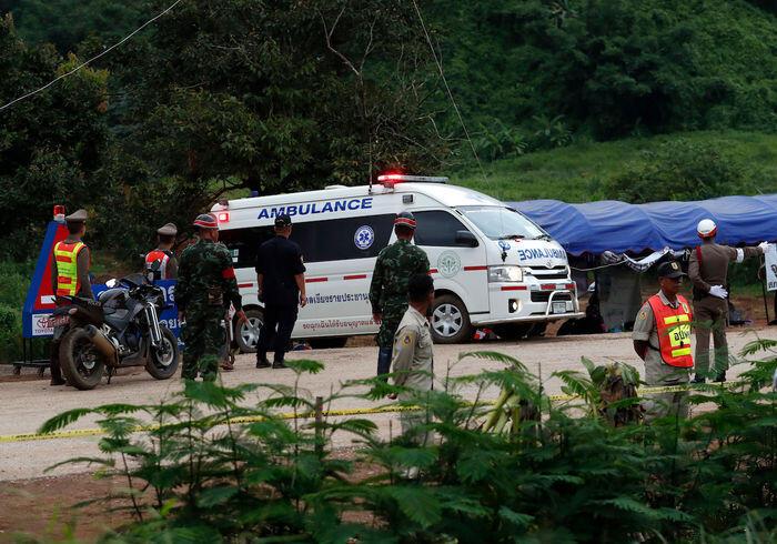 Misi sukses, 13 orang terperangkap dikeluarkan dari gua Thailand
