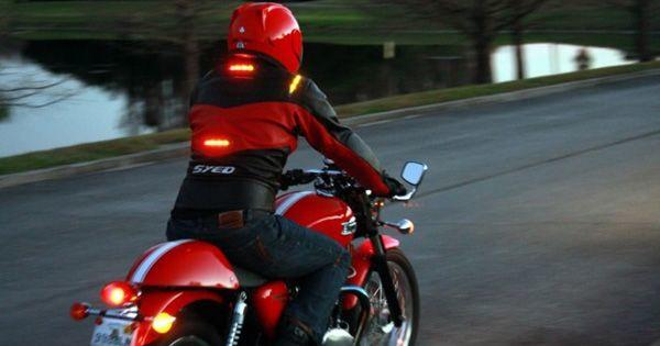 Berbelok Menggunakan Sepeda Motor, Ini Cara Amannya!