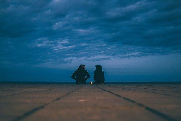 Rumit, 5 Hal Ini Hanya Dirasakan Oleh Kamu yang Pacaran Diam-diam