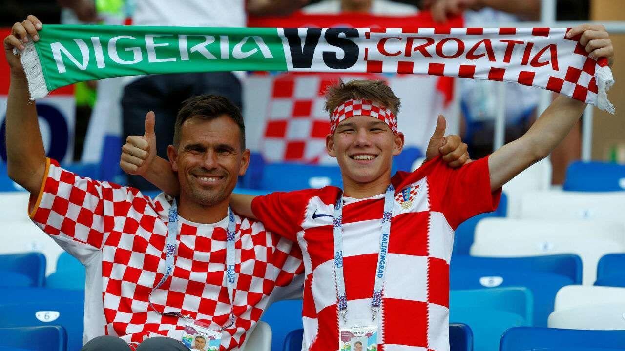 """Pendukung Kroasia Membeberkan Banner """"Terimakasih Rusia"""" di Moskow"""