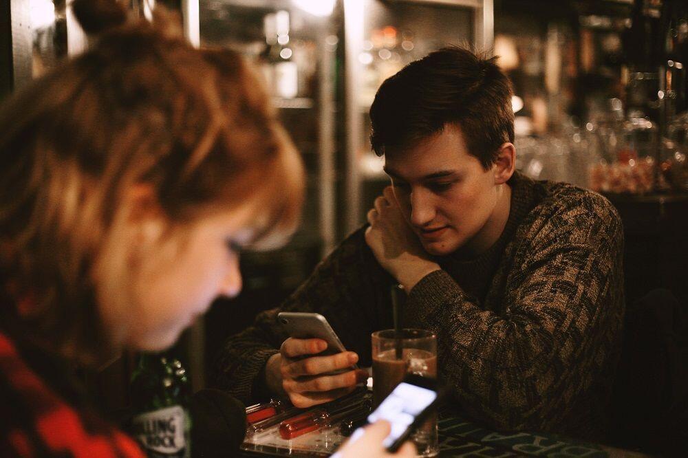 6 Cara Jitu Biar Pasangan Bisa Diterima di Lingkaran Pertemananmu