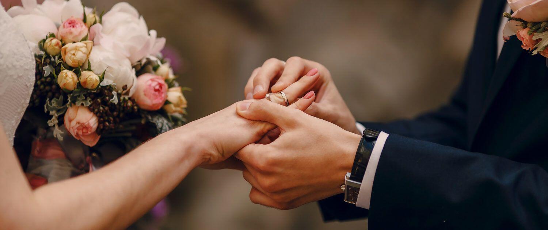 Mengapa Orang Rusia Mengenakan Cincin Nikah di Tangan Kanan?