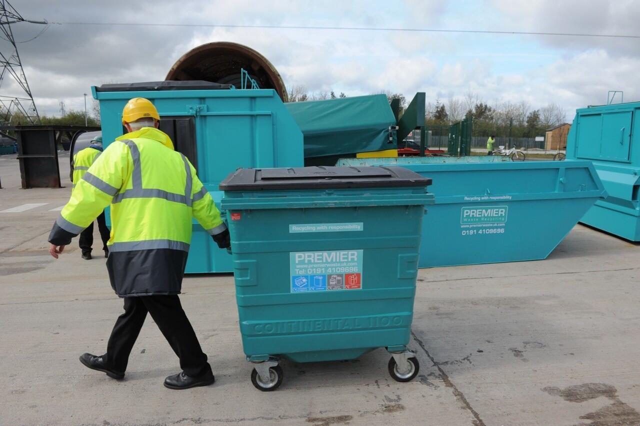 Buang Sampah Lewat Jendela Mobil Di Inggris, Siap-Siap Kena Denda Fantastis