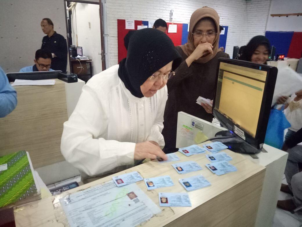 Ribuan e-KTP Surabaya Belum Tercetak, Software Kemendagri Malah Rusak