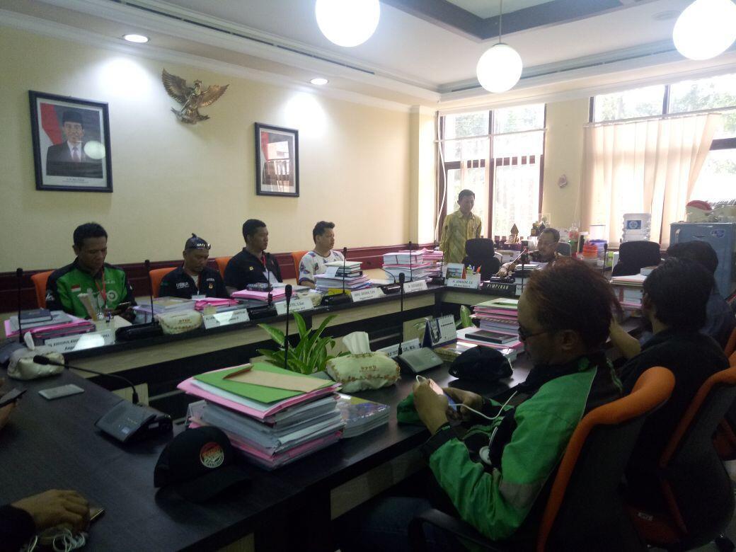 DPRD Surabaya Janjikan Perda Legalitas Ojek Online