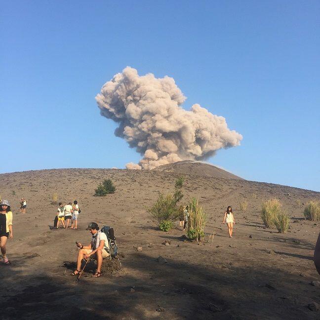 Berstatus Waspada, Ini 10 Potret Pesona Keindahan Gunung Krakatau