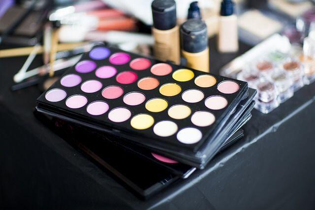 Biar Gak Ketipu, 5 Beda Kosmetik Palsu Vs Asli yang Harus Diwaspadai!