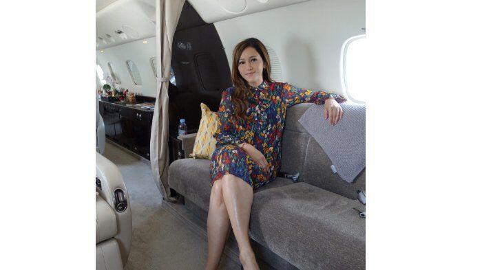 10 Potret Liburan Mewah Maia Estianty dengan Pesawat Pribadi