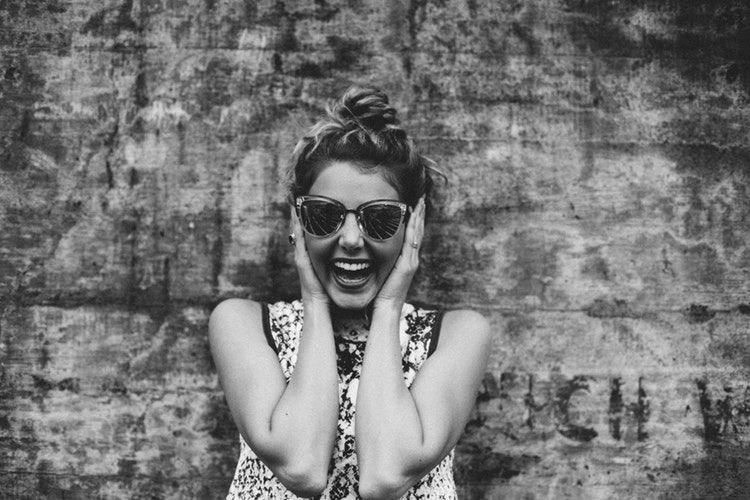 6 Perilaku di Sosial Media yang Pasti Kamu Lakukan Saat Punya Gebetan