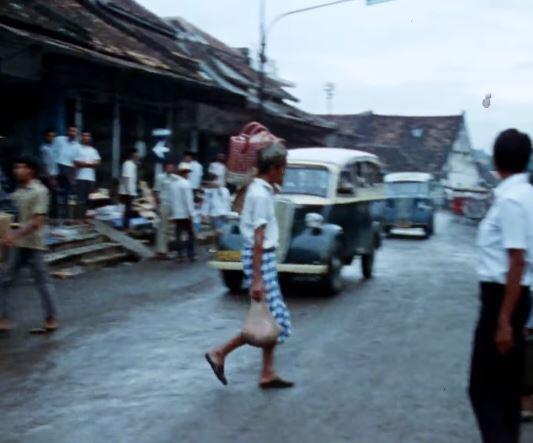 Wet Earth & Warm People, Perjalanan menuju masa lalu Kota Jakarta & sekitarnya