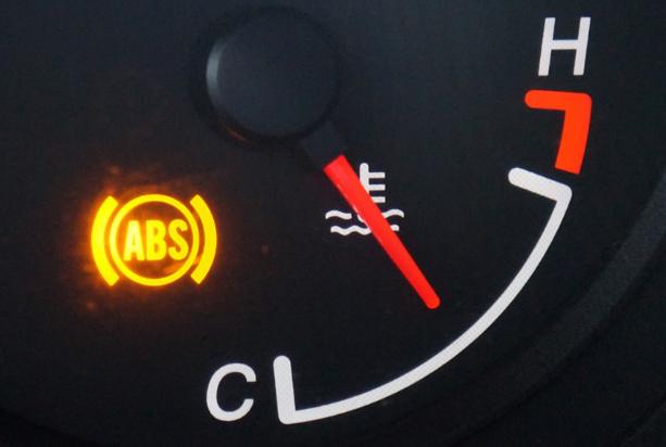 Arti Jika Indikator Rem Parkir atau ABS di Panel Meter Menyala