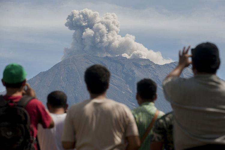 Kementerian ESDM: Frekuensi Letusan Gunung Agung Menurun Drastis