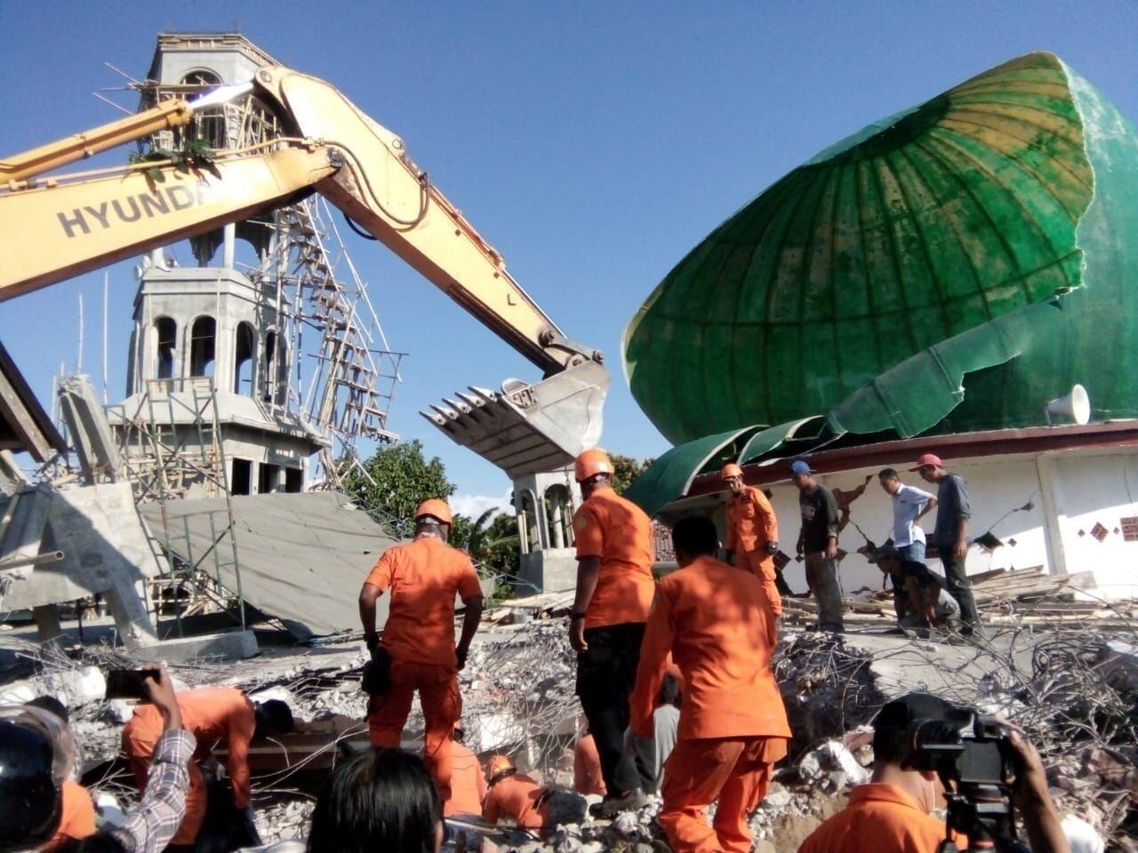 Masjid Rata dengan Tanah, Diduga Masih Ada Korban Tertimbun