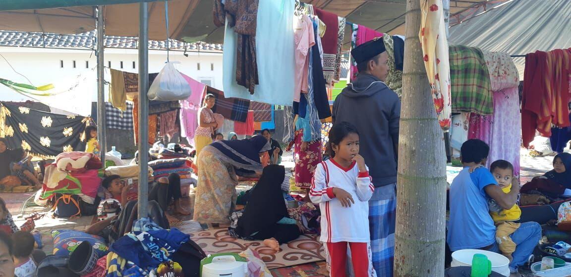 Belum Ada Bantuan, Pengungsi Lombok Barat Makan Berlauk Sambal