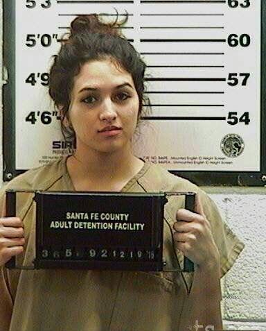15 Cewek Tahanan Polisi Ini Cantiknya Membuat Hati Terpenjara...