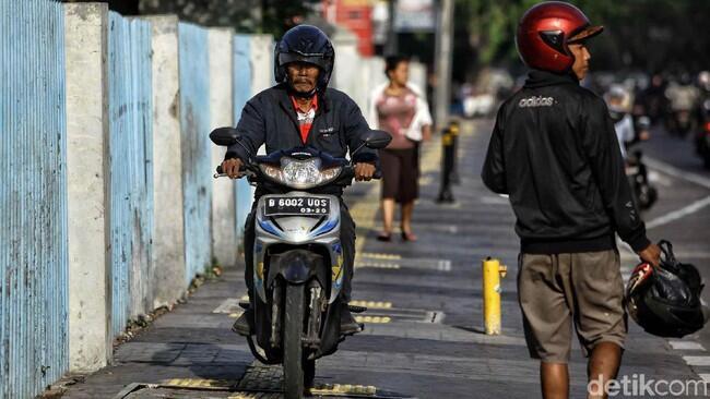 Ini Cara Dishub DKI Cegah Kasus Pemotor Pukul Pejalan di Trotoar