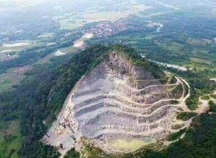 Melihat Lagi Gunung Karawang yang Nyaris Habis Ditambang