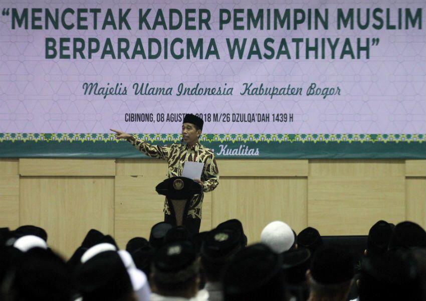 Dianggap Tak Pro-Islam, Jokowi: Tiap Minggu Saya ke Pondok Pesantren