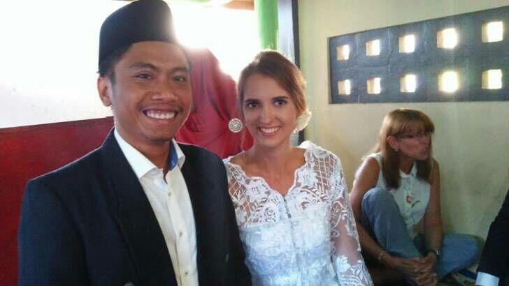 Sering Ditolak Cewe Lokal, Pria Lombok Ini Malah Nikahi Bule Asal Jerman