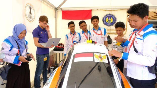 #IniIndonesiaku Mobil Berbahan Bakar Sampah Sabet Juara Dunia Gan