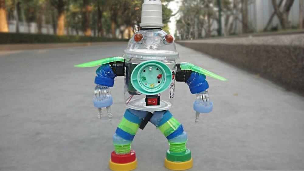 #IniIndonesiaku Robot Dari Sampah Karya Lek Tarom